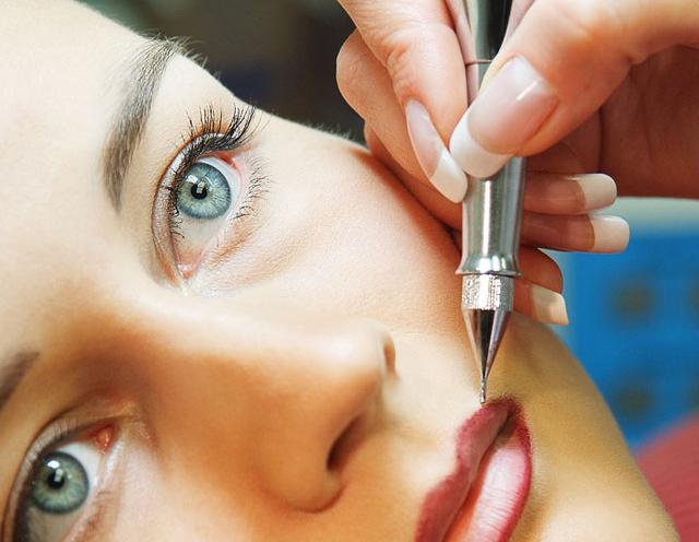 Сделать перманентный макияж